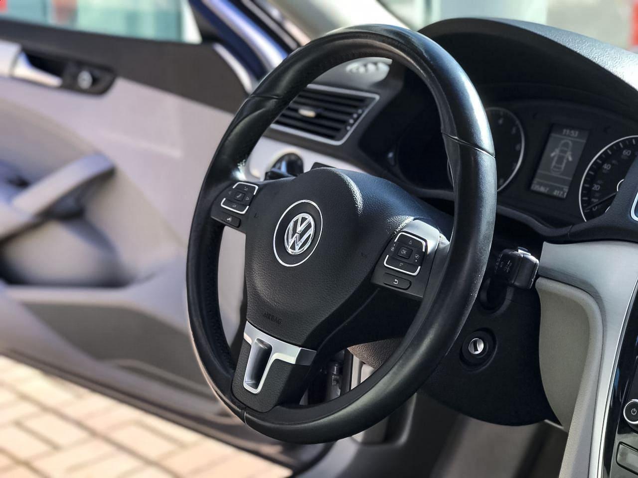 2012 Volkswagen PASSAT   Vin: 1VWBP7A37CC073209