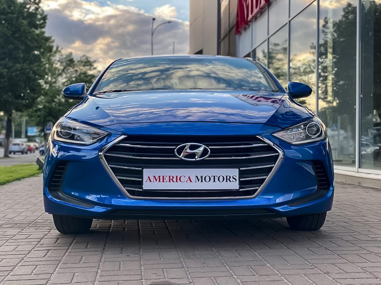 2017 Hyundai ELANTRA | Vin: KMHD74LF5JU606582