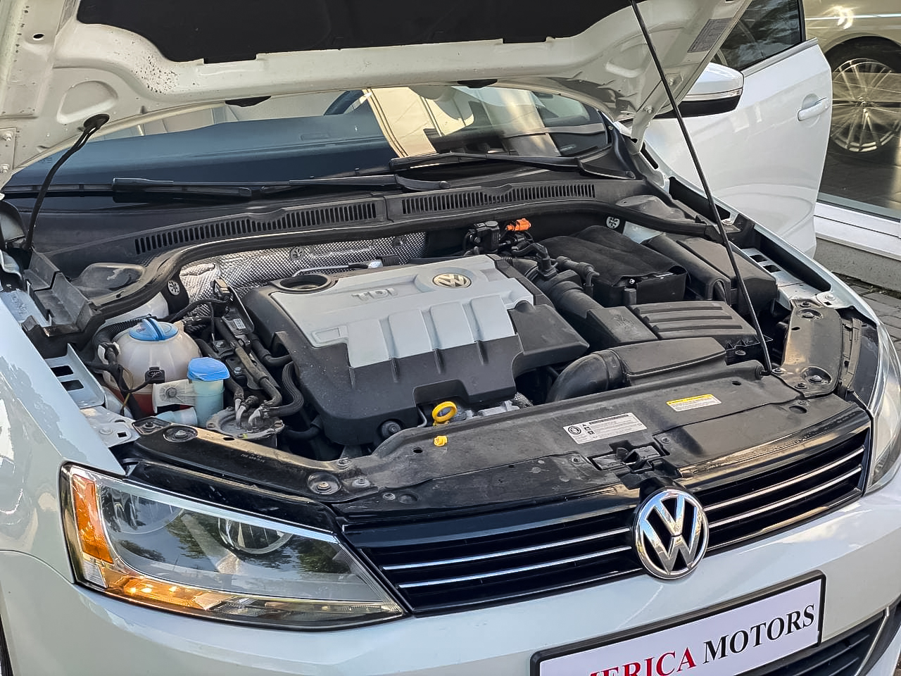 2014 Volkswagen JETTA   Vin: 3VWLL7AJ6EM411649