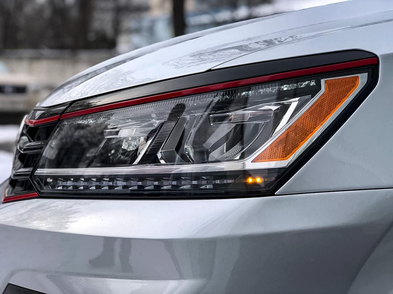 2018 Volkswagen PASSAT   Vin: 1VWJM7A30JC050582
